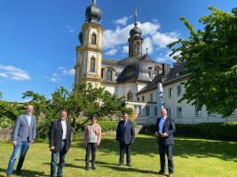 Informierten sich bei Pfarrer Josef Treutlein (Zweiter von links) über die geplante Sanierung des Würzburger Käppele (von links): Alexander Kolbow, Freya Altenhöner, Volkmar Halbleib und Bernd Rützel. Foto: Traudl Baumeister