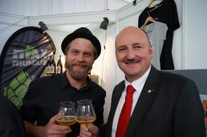 """Mit Max Mundus alias Nico Oßwald im """"Fachgespräch"""" über Bier, Gott und die Welt."""