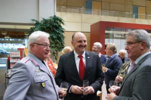 Im Gespräch mit Oberst Rupp und Herbert Mennig, dem ehemaligen Leiter der Standortverwaltung Veitshöchheim
