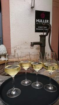 Station 5: Besuch und Führung durch das Weingut Huller in Homburg. Die Weine schmecken ausgezeichnet!