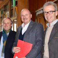 (v.l.n.r.) Schulleiter Robert Staufer, Bundestagsabgeordneter Bernd Rützel und stellvertretender Schulleiter Christof Welzenbach.