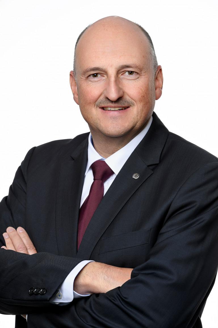 Portrait Bernd Rützel 2020 (c) DBT/ Stella von Saldern