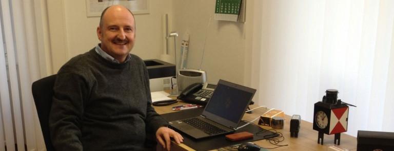 Bernd am Schreibtisch