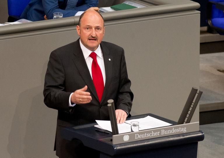 Bernd Rützel am Redepult des Deutschen Bundestages