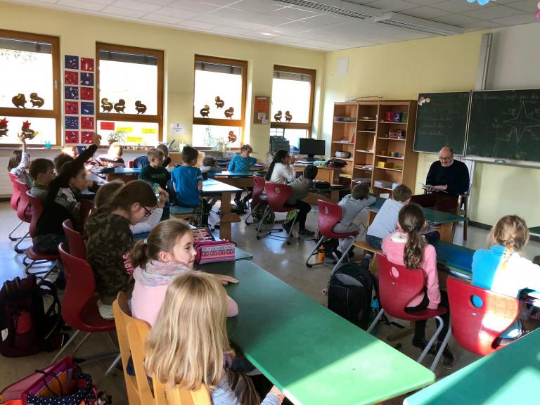 Vorlesetag in der Grundschule Aura